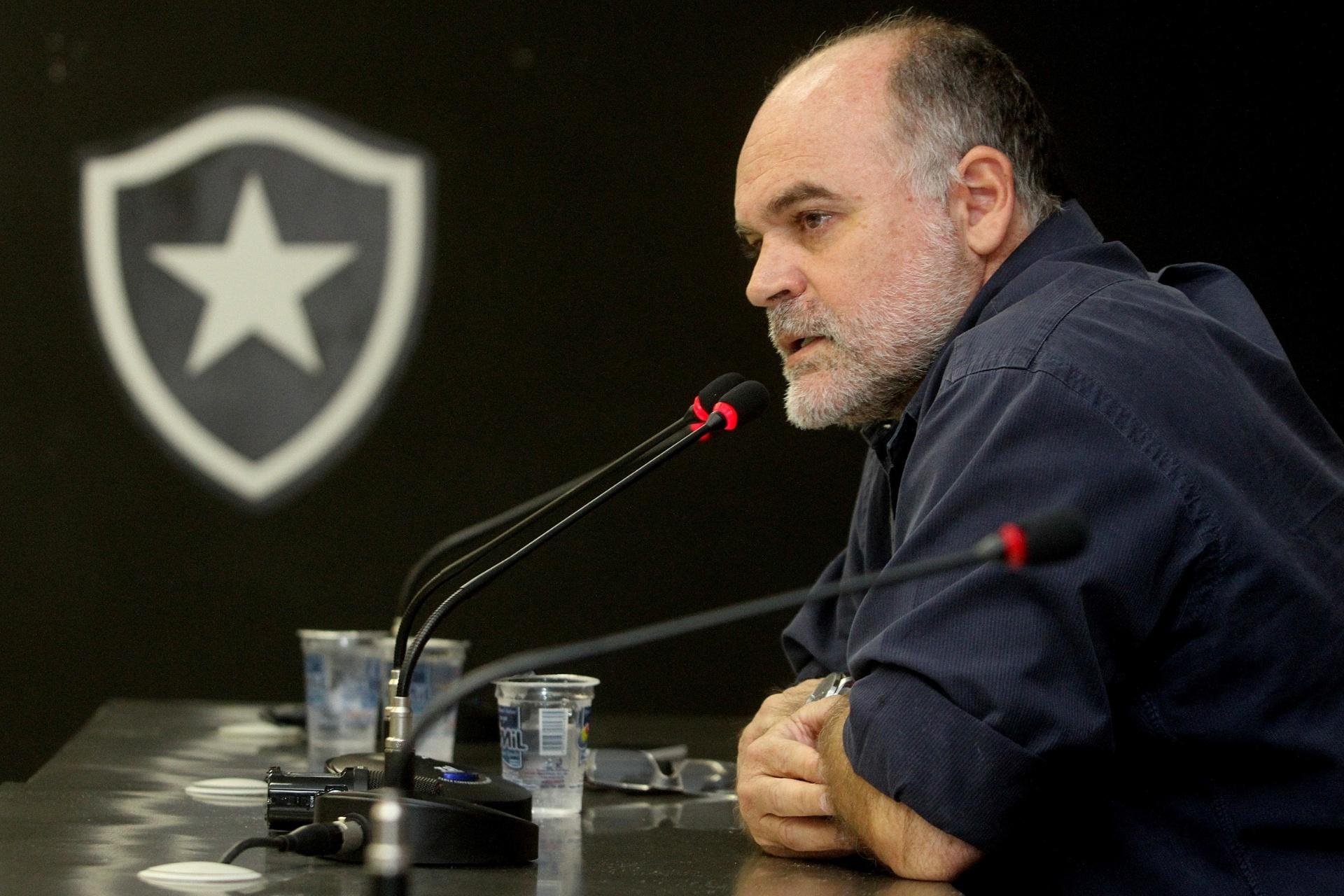 Botafogo apresenta notícia de crime contra ex-presidente e Odebrecht -  24 10 2017 - UOL Esporte e61e3bb5b692b