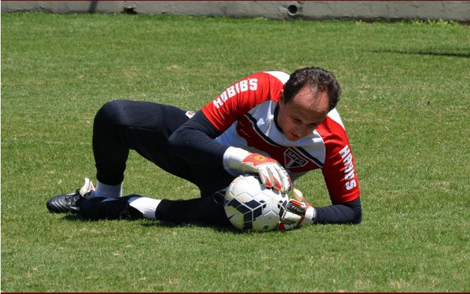Rogério Ceni treina durante sua folga antes ir à Colômbia para a semifinal da Sul-Americana
