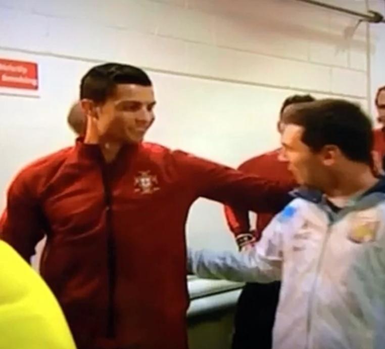Cristiano Ronaldo e Lionel Messi se encontram antes de amistoso Portugal x Argentina em Manchester (Inglaterra)
