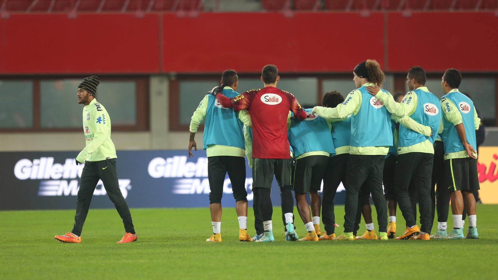 Dunga prega força coletiva em Viena e tem Neymar como maior estrela para o jogo amistoso