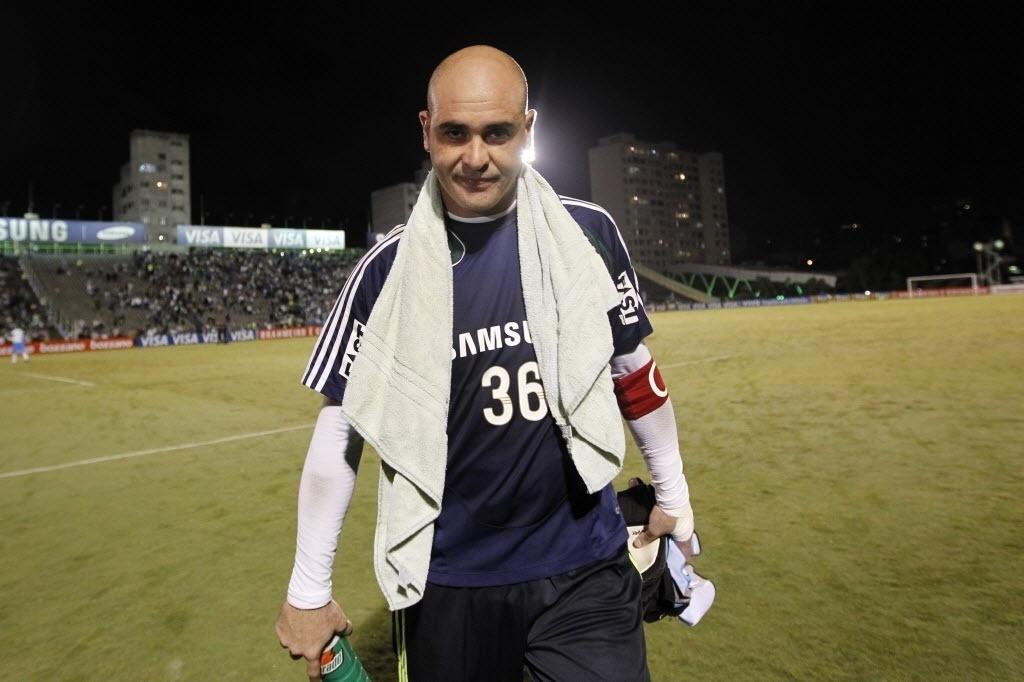 Marcos deixa o gramado do Palestra Itália pela última vez em uma partida oficial, em 2010, após vitória contra o Grêmio por 4 a 2