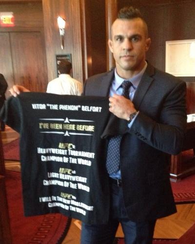 Vitor Belfort exibe camisa de provocação a Weidman
