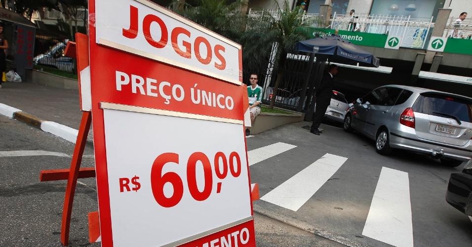 Estacionamento nos arredores da Arena Palestra chega a custar R$ 60