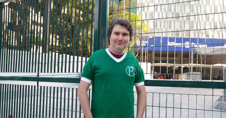 Fernando foi o primeiro da fila para a entrada na Arena Palestra