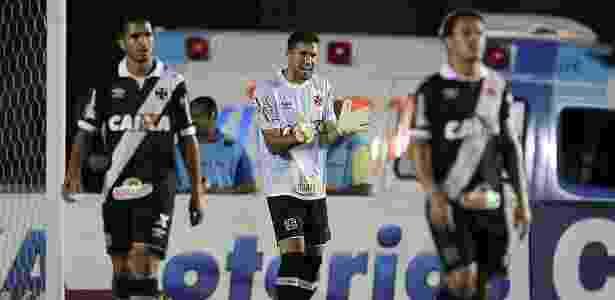 Martín Silva passa energia aos companheiros de Vasco em jogo contra Vila Nova - Marcelo Sadio/vasco.com.br - Marcelo Sadio/vasco.com.br