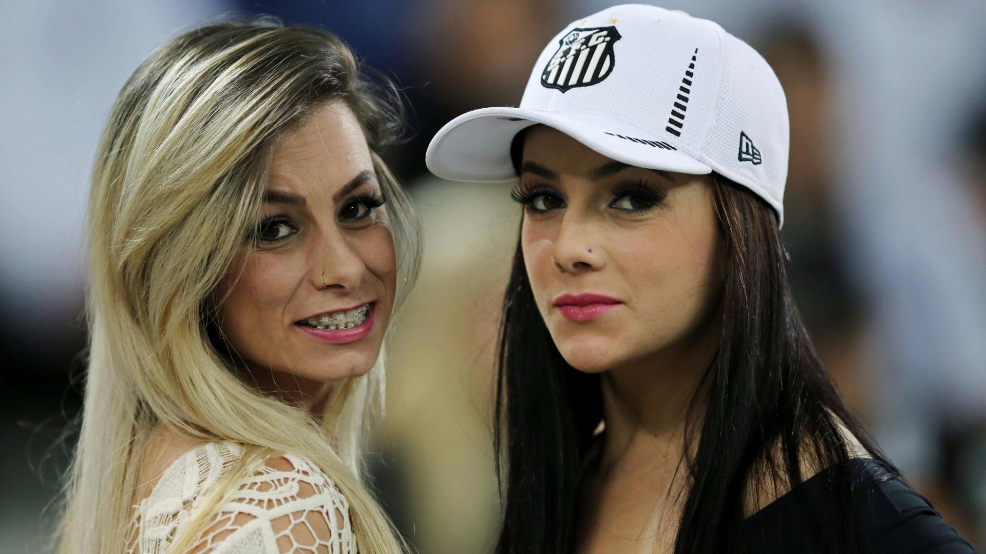 Torcedoras do Santos acompanha o duelo da equipe na Arena da Baixada contra o Atlético-PR