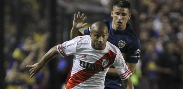 Calleri, do Boca, persegue Sanchez, do River, em clássico na Bombonera