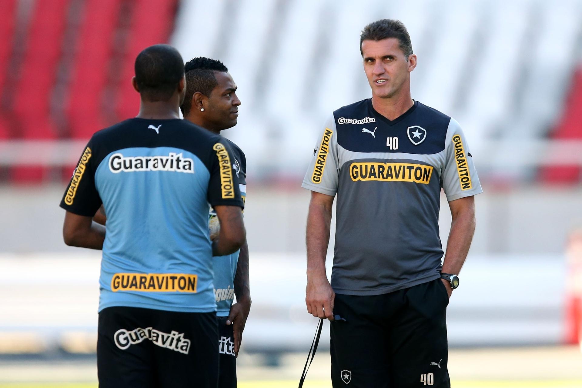 Jobson falta a treino para discutir defesa no STJD  Botafogo minimiza caso  - 26 11 2014 - UOL Esporte 9d4d5454f1407