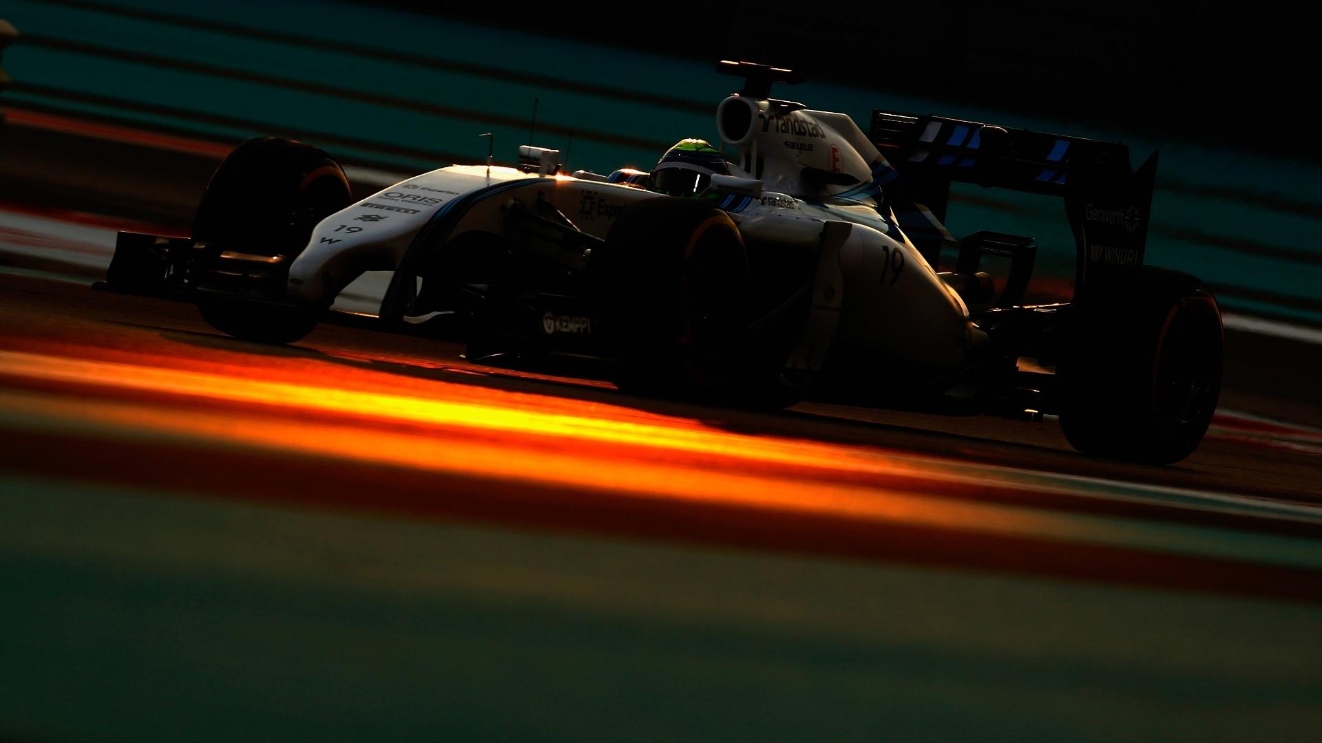 21.nov.2014 - Felipe Massa guia sua Williams pelo circuito de Yas Marina durante os treinos livres do GP dos Emirados Árabes