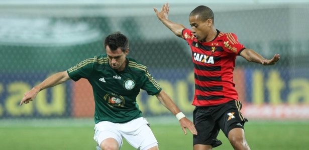 Mouche em ação pelo Palmeiras durante jogo contra o Sport em 2014