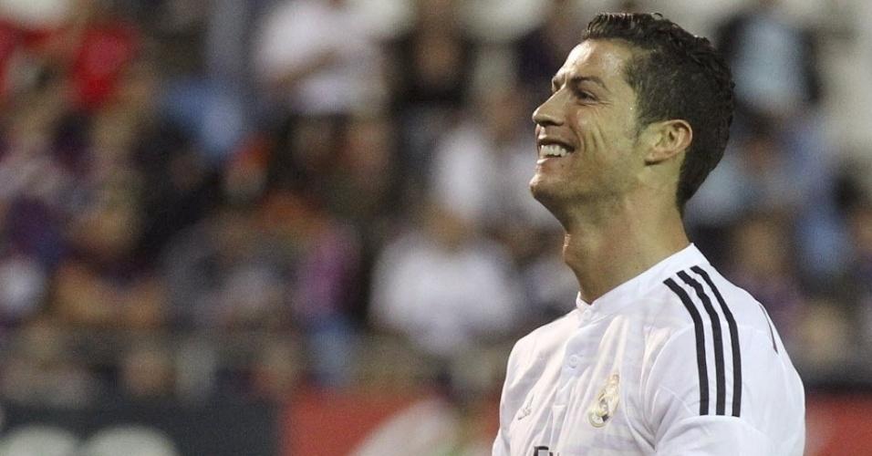 22.nov.2014 - Cristiano Ronaldo marca o segundo gol do Real Madrid contra o Eibar pelo Espanhol