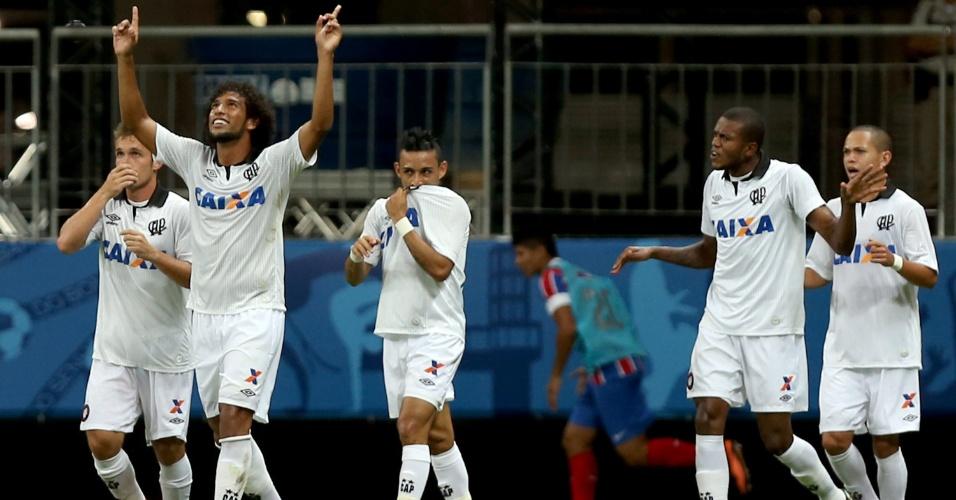 Atlético-PR comemora gol contra o Bahia