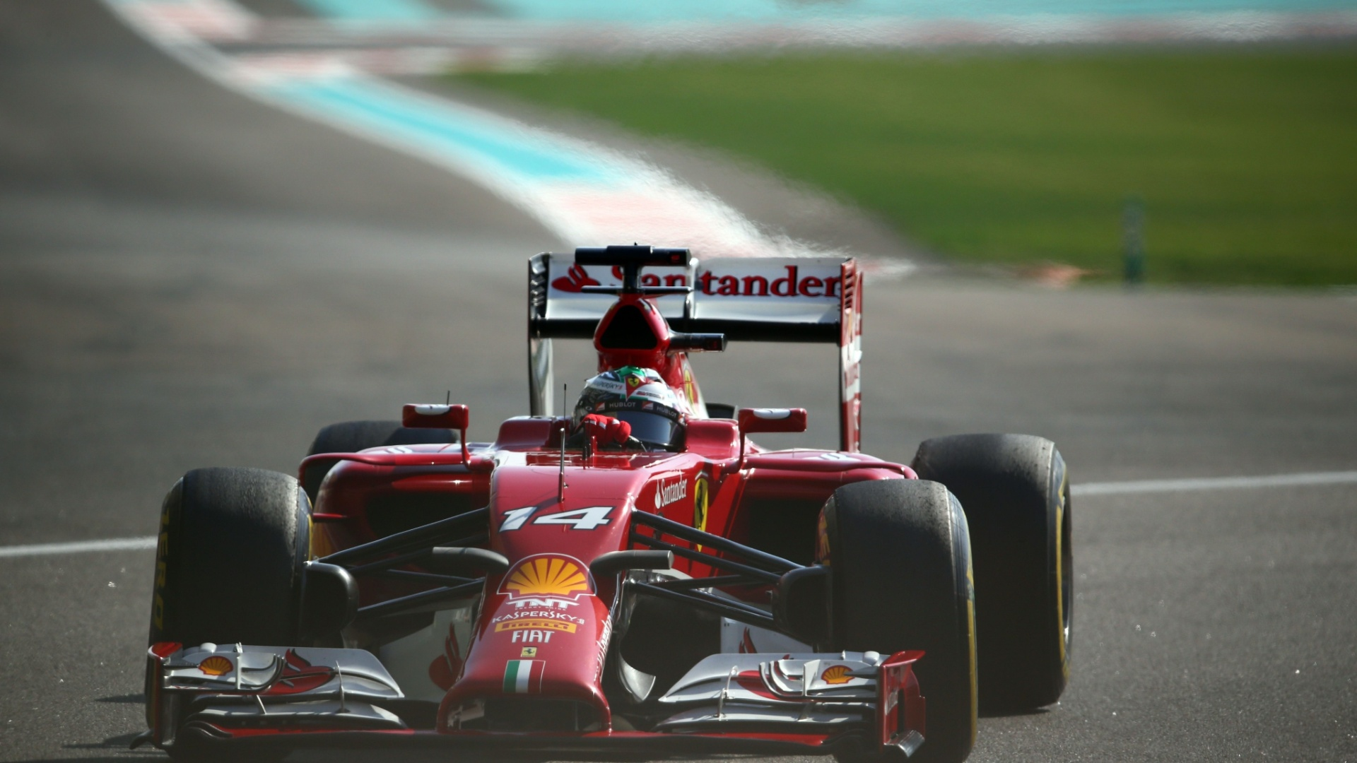 Fernando Alonso acelera sua Ferrari no terceiro treino livre, durante seu fim de semana de despedida da Ferrari