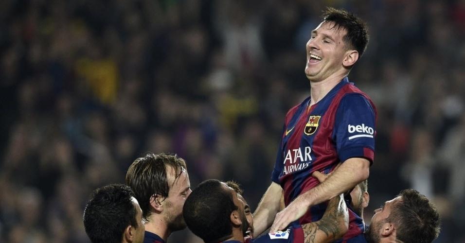 Messi sorri ao quebrar o recorde de mais gols feitos no Espanhol
