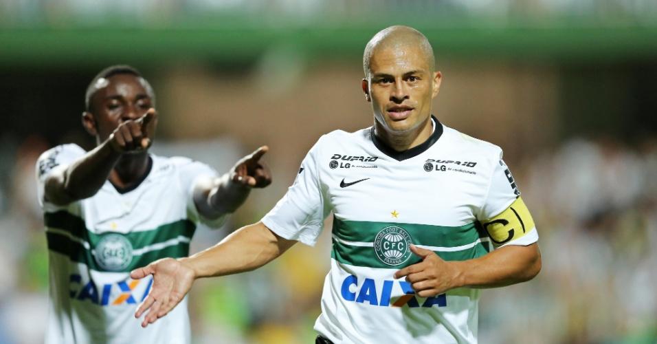 Alex comemora gol do Coritiba contra o Palmeiras