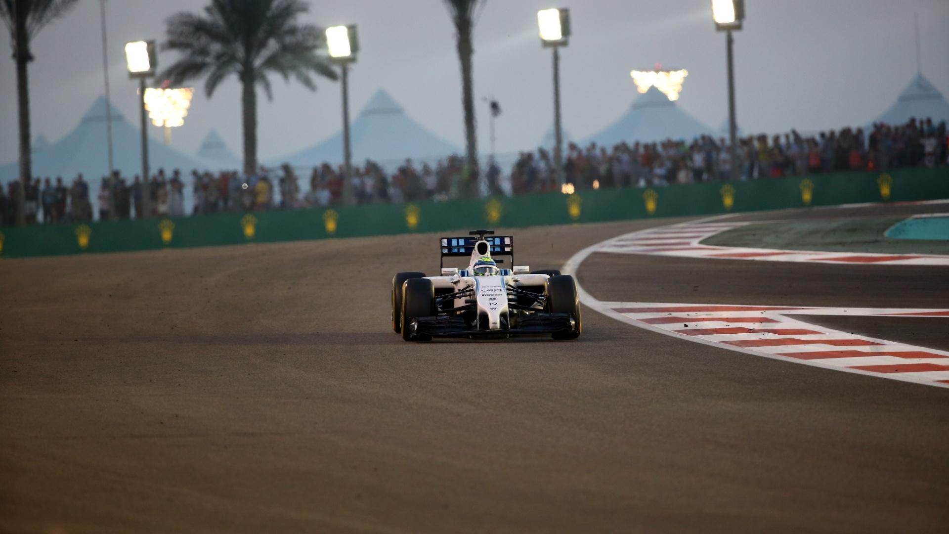 Felipe Massa passou Bottas na largada e se manteve próximo das Mercedes, em terceiro lugar. A equipe rival teve problemas, e ele chegou a liderar