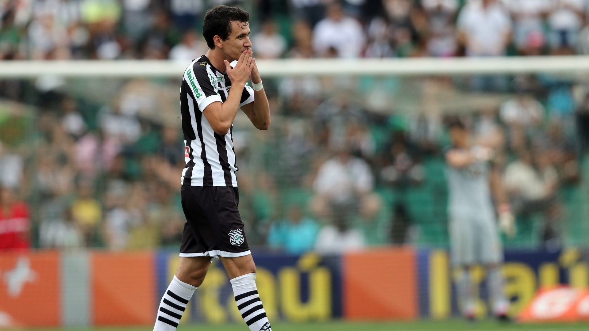 Pablo comemora gol do Figueirense contra o Vitória