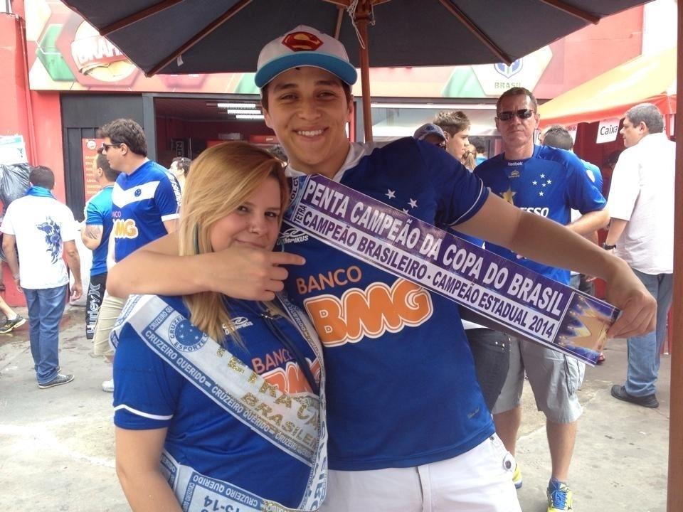 Torcida do Cruzeiro chega empolgada ao Mineirão para a partida contra o Goiás, que pode dar o título ao time mineiro neste domingo