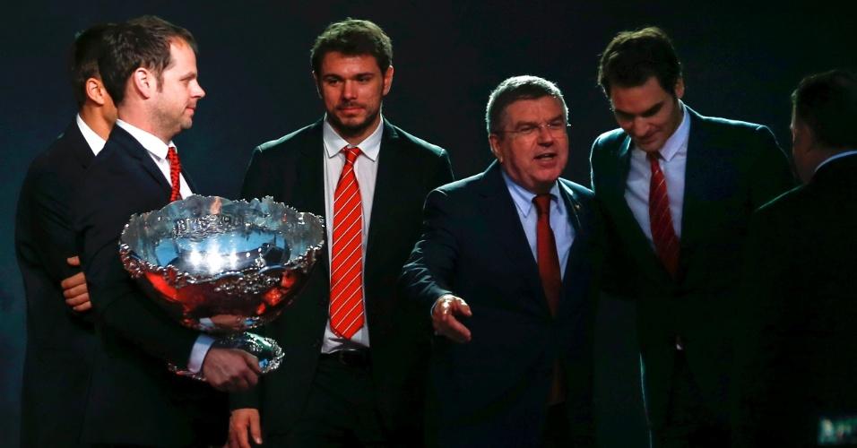 Presidente do Comitê Olímpico Internacional Thomas Bach (segundo à direita) prestigiou a festa