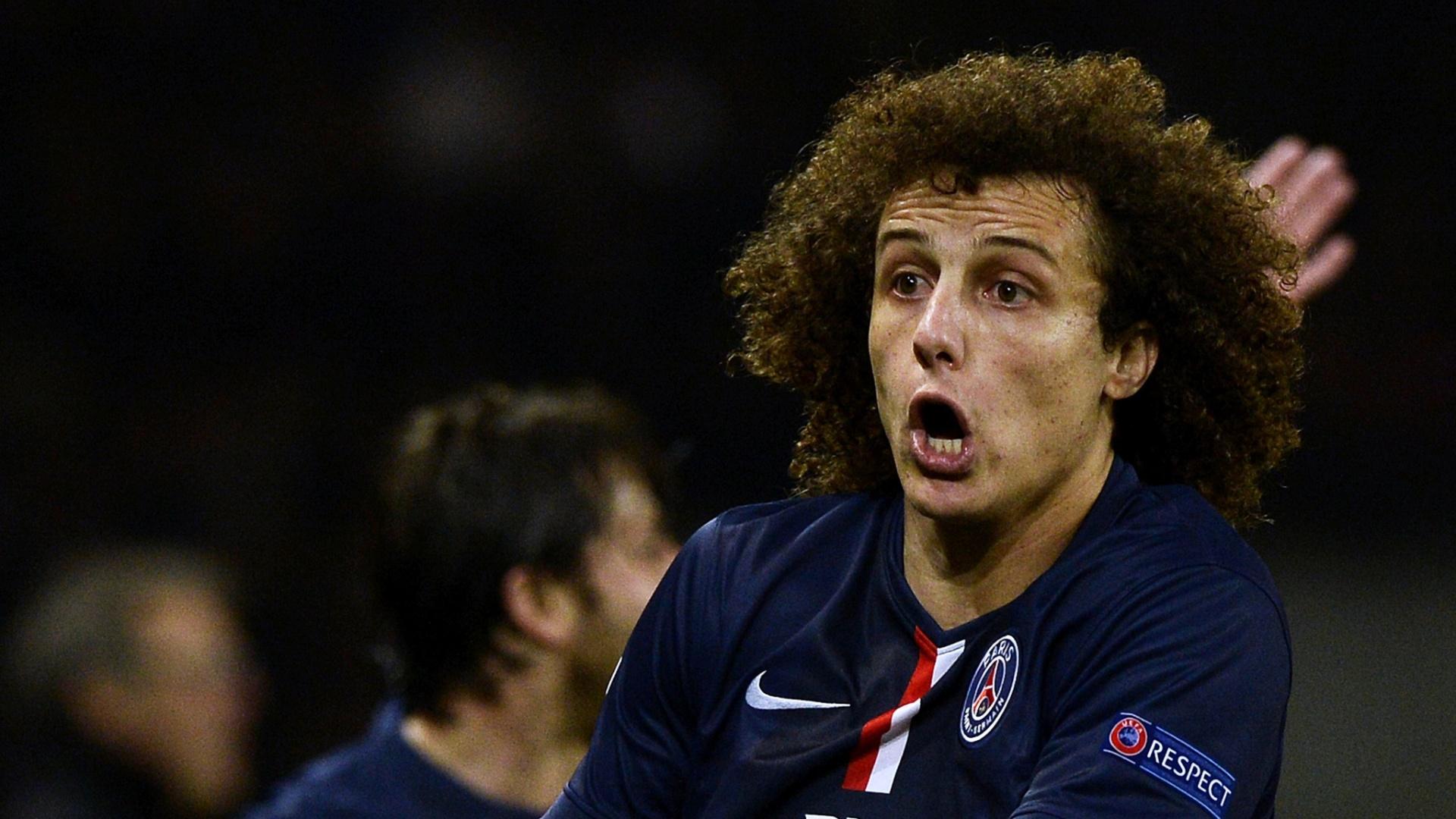 David Luiz reclama durante jogo do PSG na Liga dos Campeões