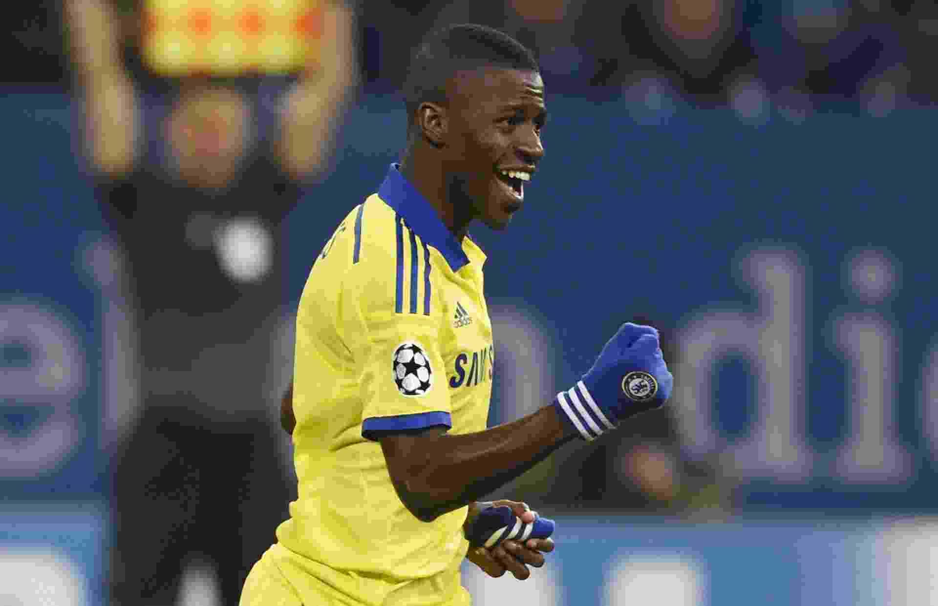 Ramires comemora gol do Chelsea pela Liga dos Campeões - TOBIAS SCHWARZ / AFP