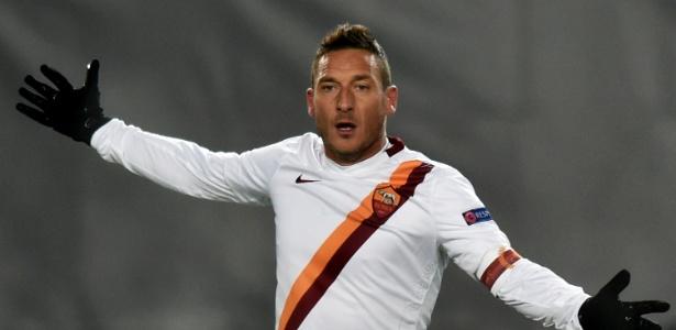 Totti ainda quer atuar mais um ano como profissional, mas não sabe onde