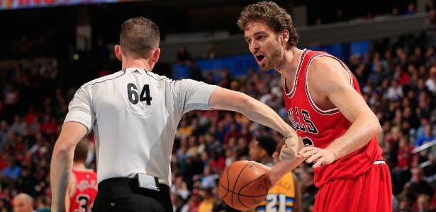 Pau Gasol não vem tendo bom desempenho com a camisa do Chicago Bulls - Doug Pensinger/Getty Images/AFP