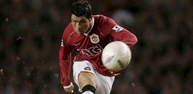 Cristiano Ronaldo em ação pelo Manchester United na temporada 2006/2007