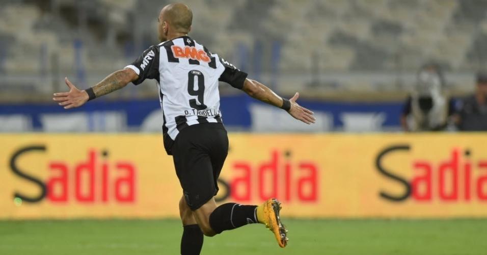 Diego Tardelli comemora o primeiro gol do Atlético-MG sobre o Cruzeiro na final da Copa do Brasil