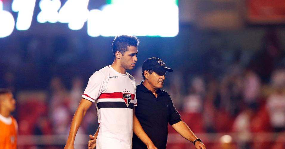 Alan Kardec é consolado por Muricy Ramalho após eliminação do São Paulo na Sul-Americana
