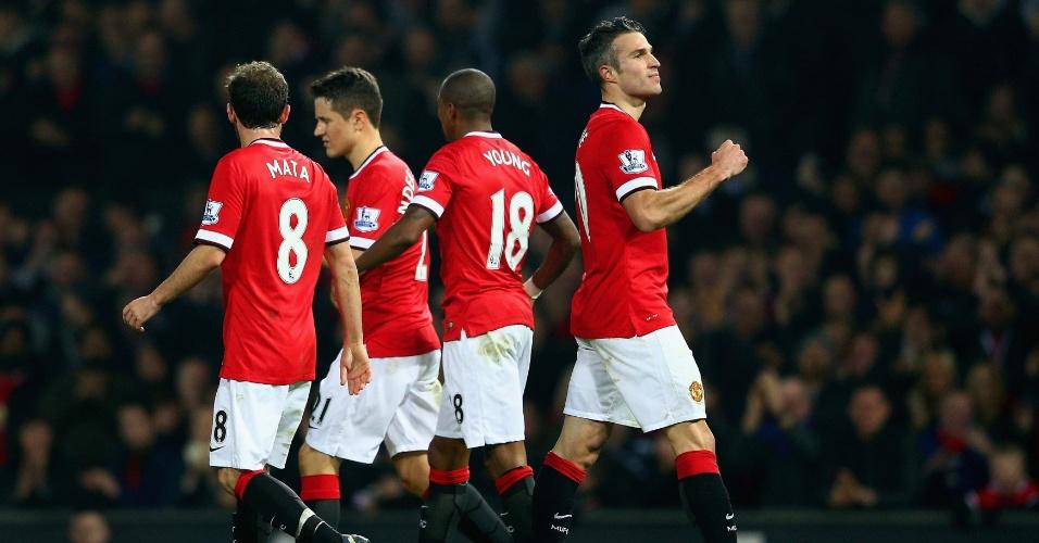 29.nov.2014 - Robin van Persie (d) vibra após fazer o terceiro gol do Manchester United na partida contra o Hull pelo Campeonato Inglês