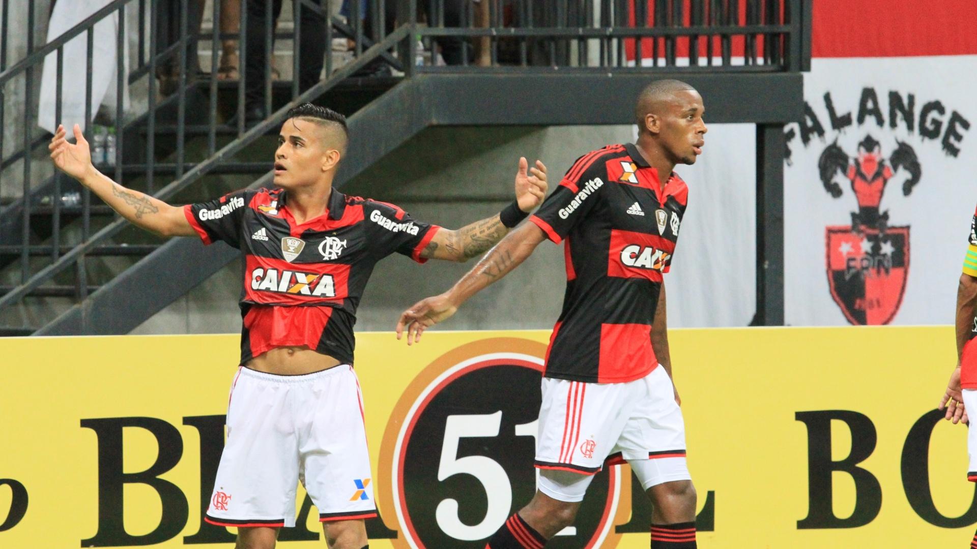 Everton comemora gol do Flamengo em partida contra o Vitória na Arena Amazonas, em Manaus