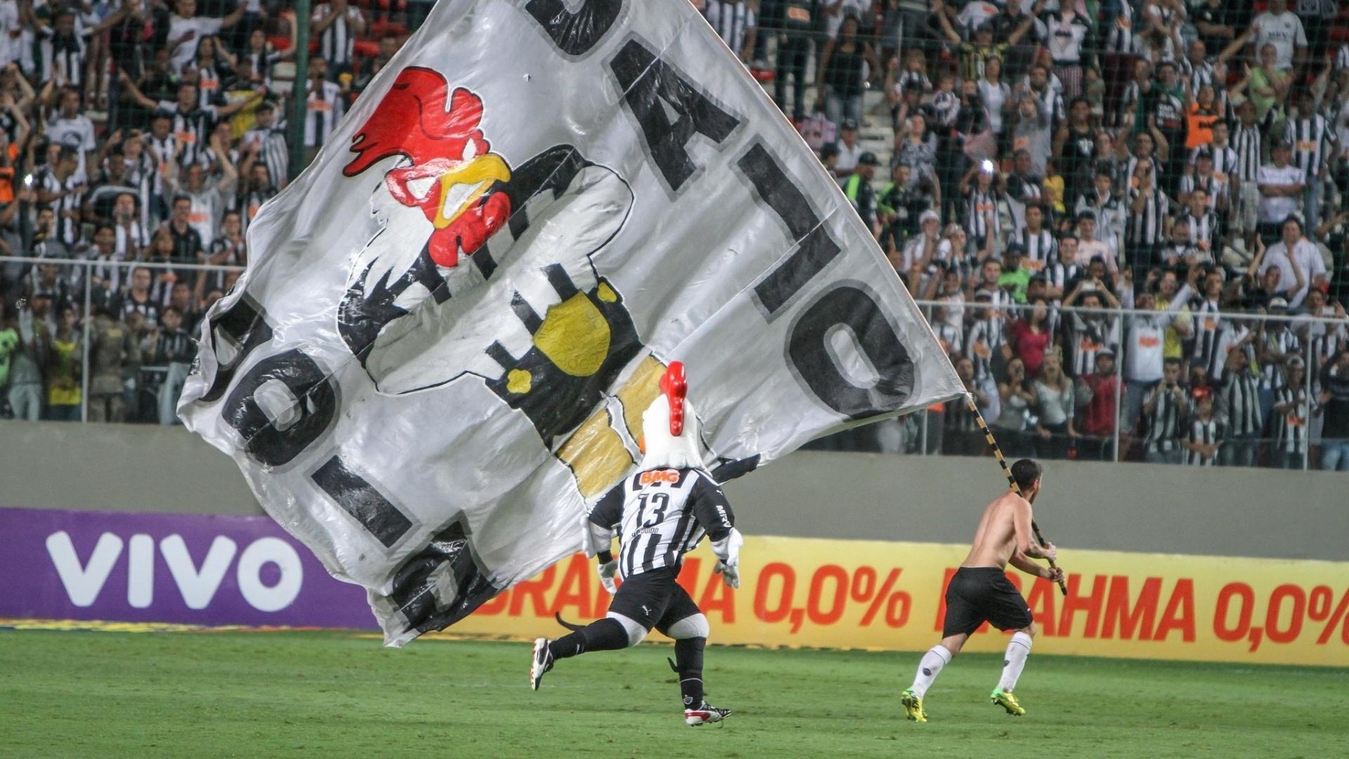 Elenco do Atlético-MG comemora título da Copa do Brasil com a torcida em jogo contra o Coritiba