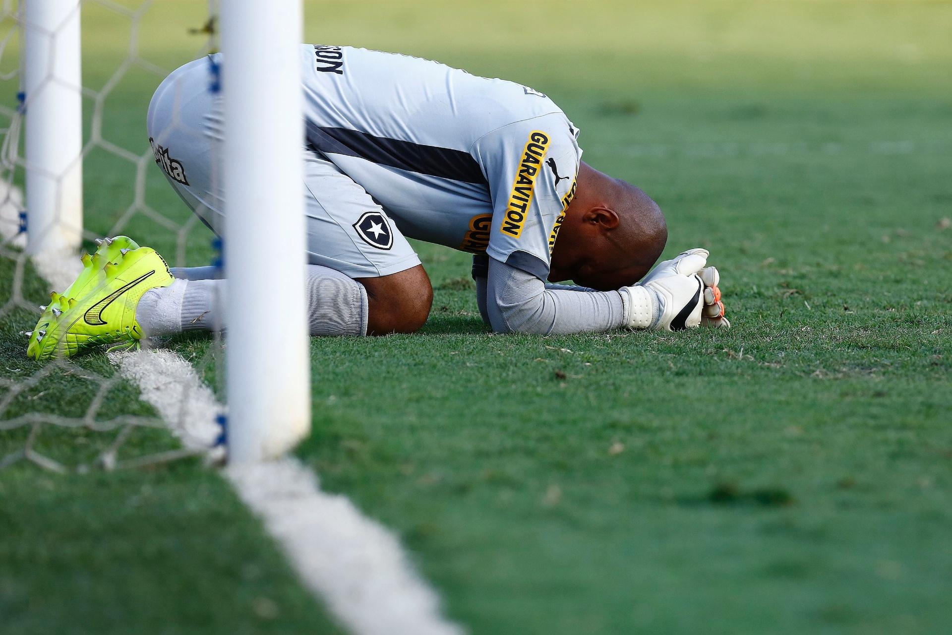 c954bc2d9a Botafogo perde para o Santos e vai jogar Série B pela 2ª vez na história -  30 11 2014 - UOL Esporte