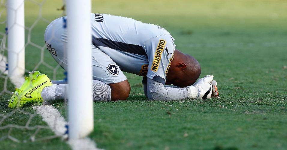 Goleiro Jefferson lamenta rebaixamento do Botafogo para a Série B do Brasileirão após derrota para o Santos