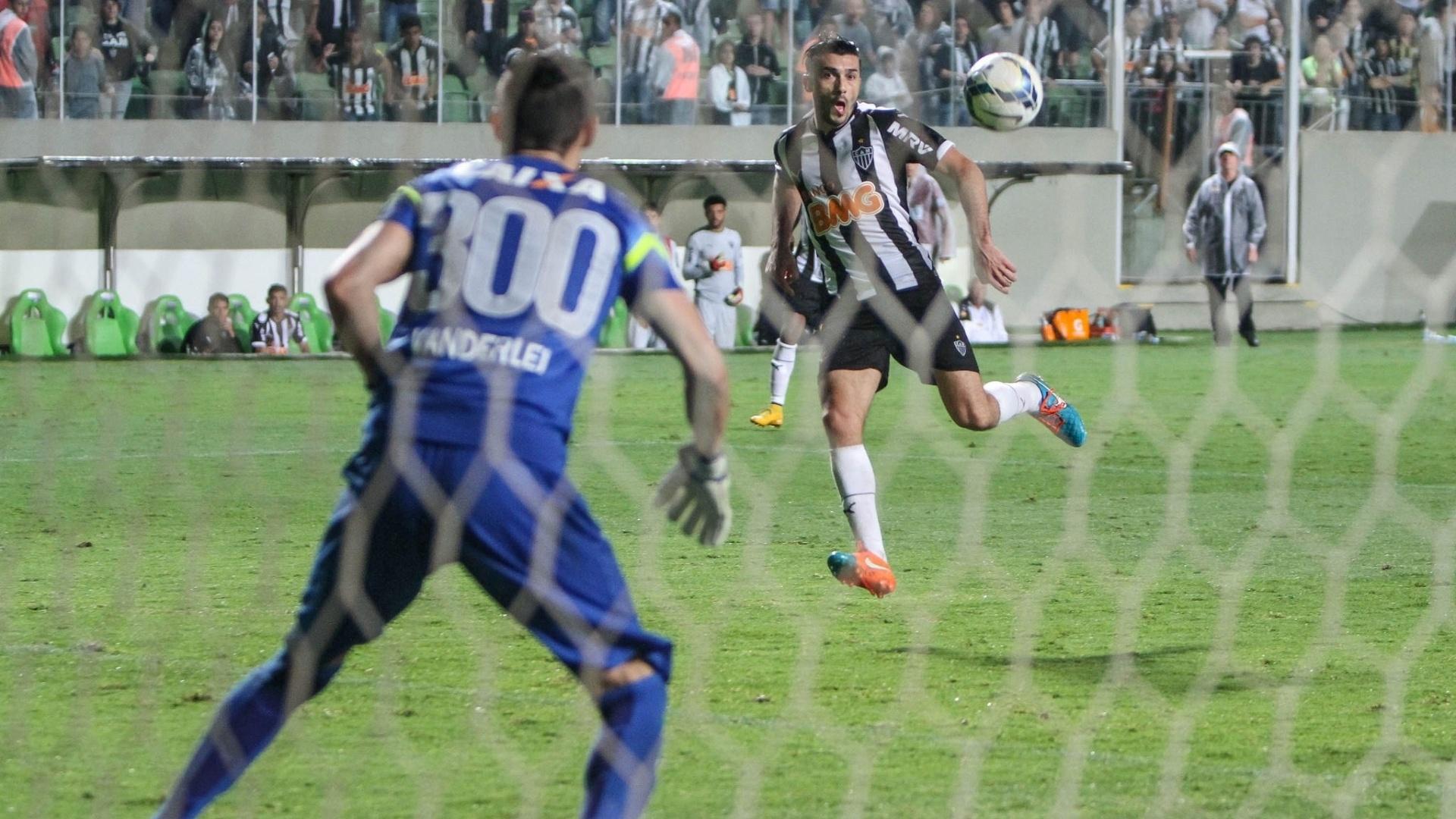 Goleiro Vanderlei, do Coritiba, usou camisa 300 em referência aos 300 jogos que fez com a equipe