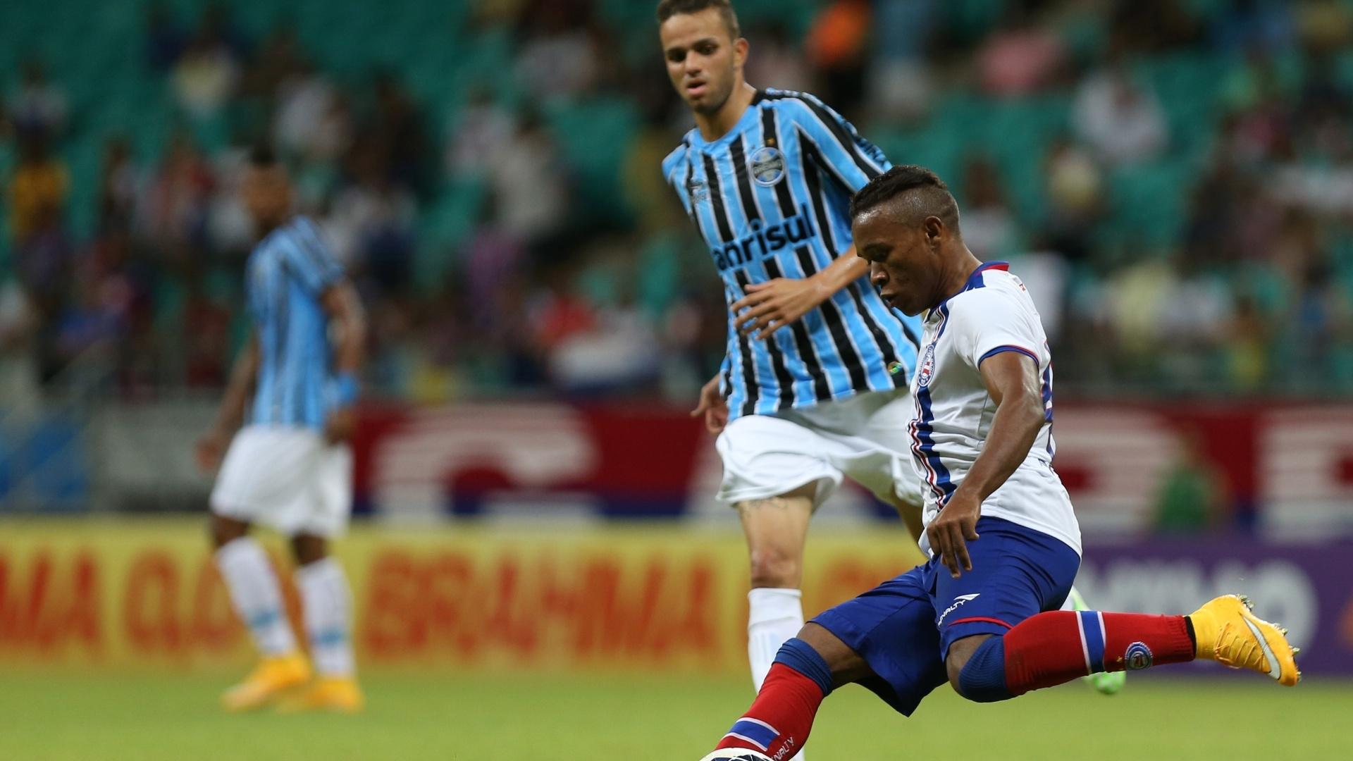 Lateral Pará acompanha jogada de ataque do Bahia em Salvador