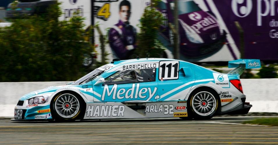 Rubens Barrichello acelera na pista de Curitiba pela Stock Car