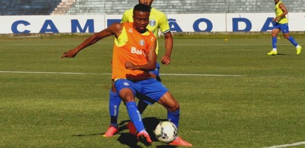 Erik é uma das apostas do técnico Roger Machado para o ataque gremista