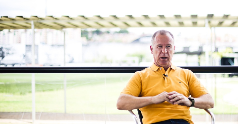 Mano Menezes concede entrevista para o UOL