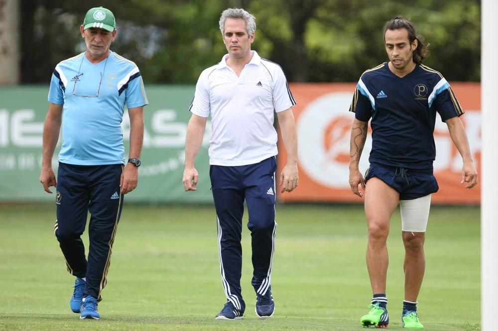 O prepardor físico Celso Rezende, o fisioterapeuta Jose Amador e o jogador Valdivia