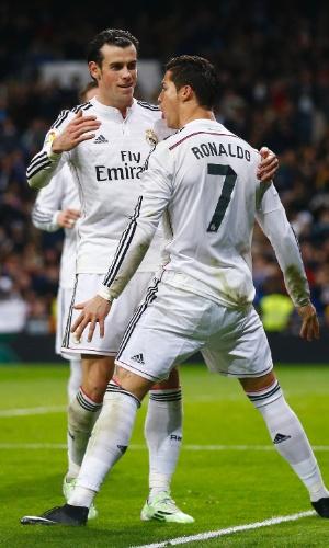 Bale abraça Cristiano Ronaldo após português marcar pelo Real Madrid