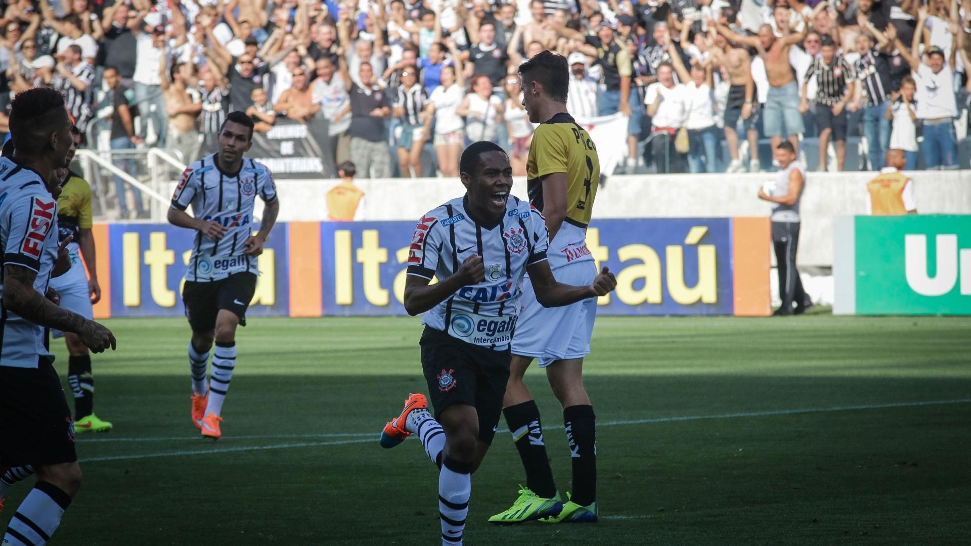 Elias marcou gol para o Corinthians no primeiro tempo