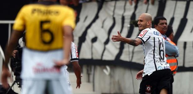 Fábio Santos é contratado pelo Atlético-MG