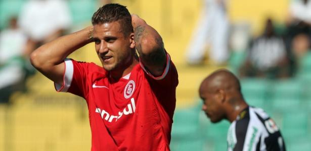 Sem acordo com o Botafogo, Rafael Moura pode trocar Inter pelo Figueirense