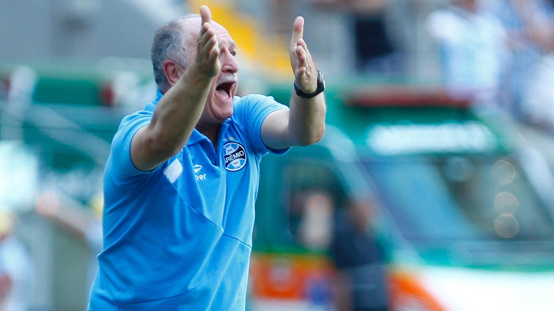 Felipão dá instruções para o Grêmio no último jogo do Brasileirão 2014