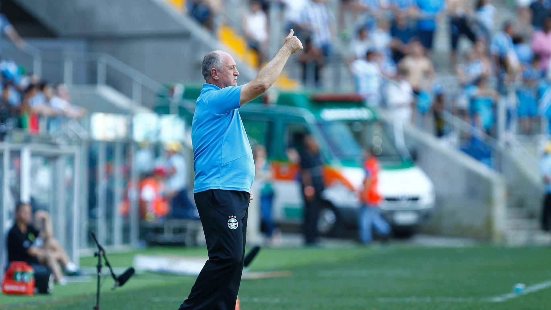 Felipão faz sinal de positivo para o Grêmio no último jogo do Brasileirão 2014