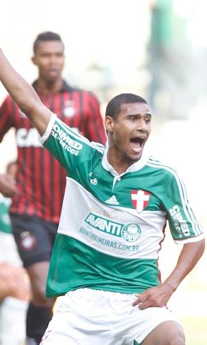 Gabriel Dias salvou bola em cima da linha, evitando o gol do Atlético-PR