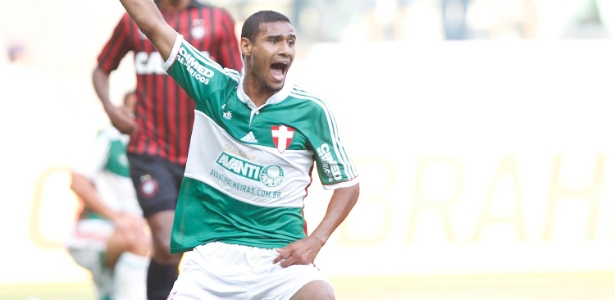 Gabriel Dias perdeu espaço no Palmeiras e defenderá o 2º time em 2016