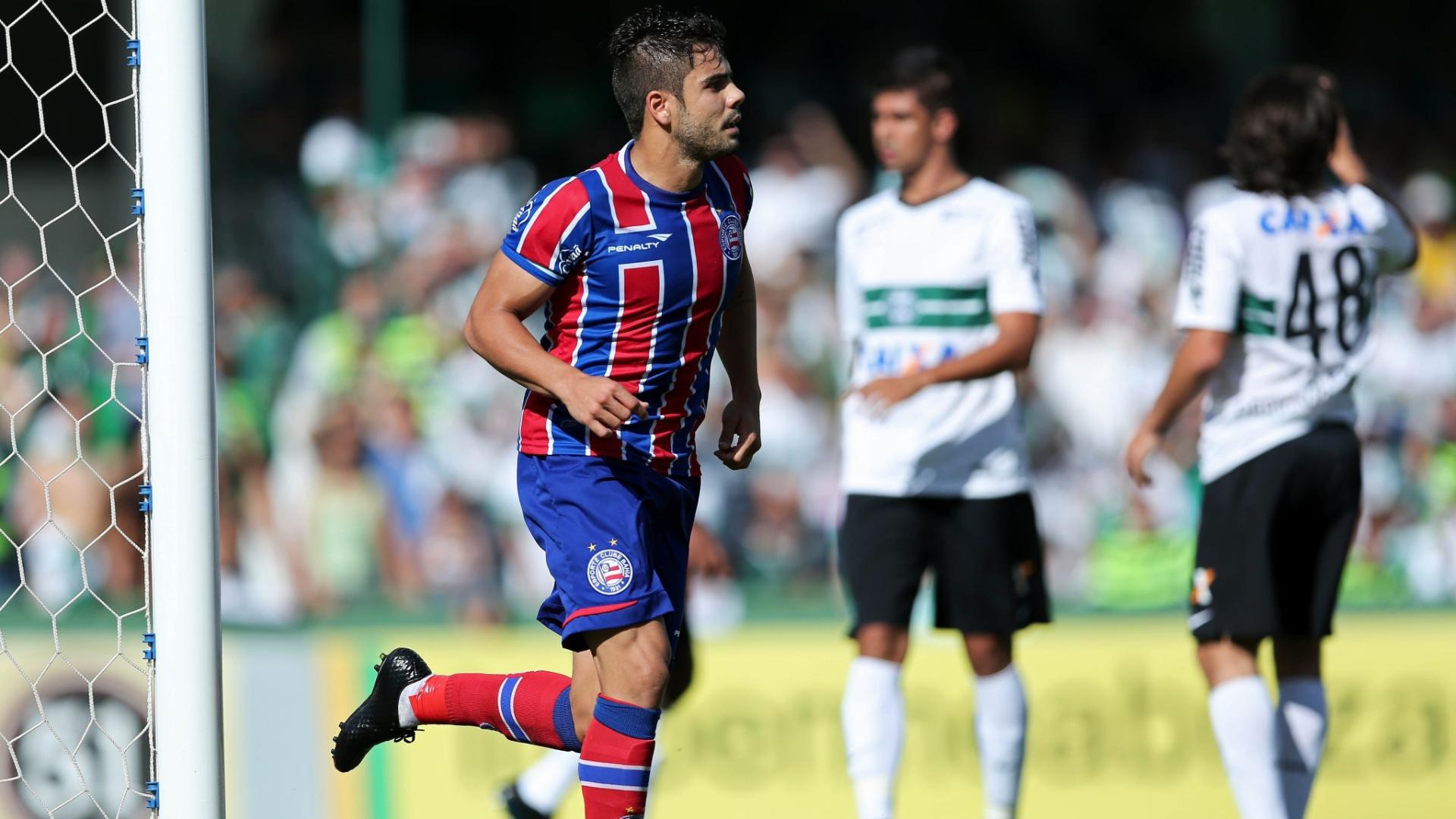 Henrique comemora gol do Bahia contra o Coritiba